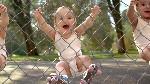Evian équipe les bébés de rollers