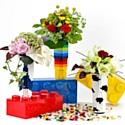 Trois vases Lego chez Monceau Fleurs