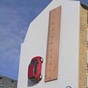 La 'Up!' de Volkswagen se gare sur un mur parisien