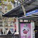 Ferrero a mis en place une campagne de publicité pour Tic Tac à l'aide de distributeurs dans des abribus.