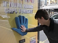 La campagne de street marketing 'Are you having chips tonight?' de McCain