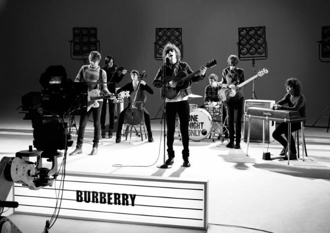 Pub Burberry Sa Musique Fait En POuwZlikXT
