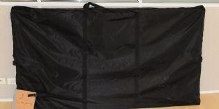 Lorsque la cabine de test est pliée, elles est transportable dans sa sacoche, elle pèse 23 kg...