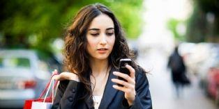 Le smartphone, couteau-suisse numérique des femmes actives